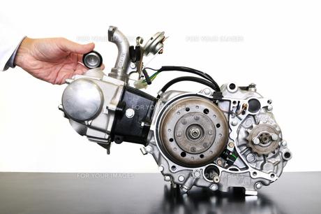 バイクエンジンの整備の写真素材 [FYI00388949]