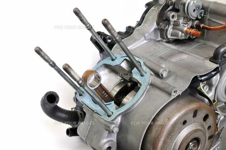 バイクエンジンの整備の写真素材 [FYI00389122]