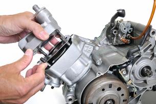 バイクエンジンの整備の写真素材 [FYI00389163]