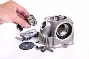 バイクエンジンの整備の写真素材 [FYI00389229]