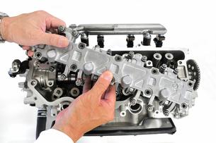 自動車エンジンの整備の写真素材 [FYI00389236]