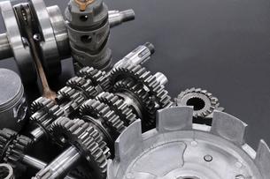 バイクエンジンの整備の写真素材 [FYI00389241]