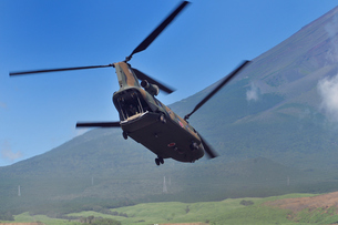 輸送ヘリCH-47Jの写真素材 [FYI00389359]