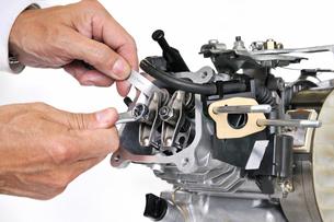 汎用エンジンの整備の写真素材 [FYI00389452]