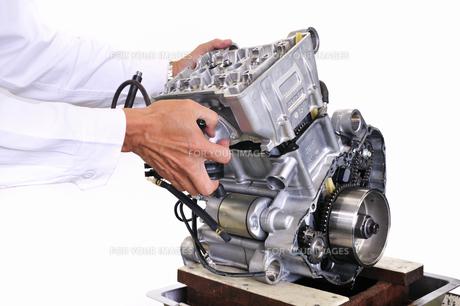 バイクエンジンの整備の写真素材 [FYI00389537]