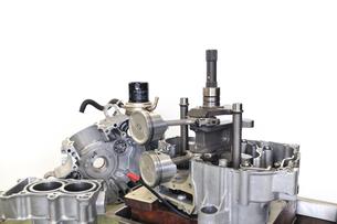 バイクエンジンの分解の写真素材 [FYI00389560]