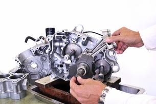 バイクエンジンの分解の写真素材 [FYI00389569]