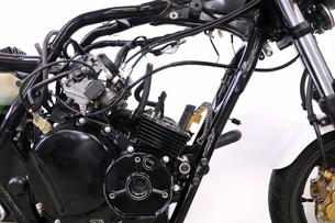 バイクのエンジン修理の写真素材 [FYI00389591]