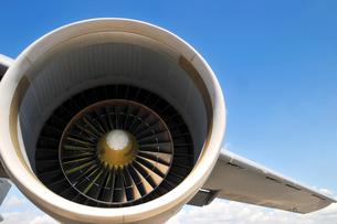 飛行機のエンジンの写真素材 [FYI00389761]
