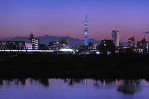 富士山とスカイツリーの写真素材 [FYI00389851]