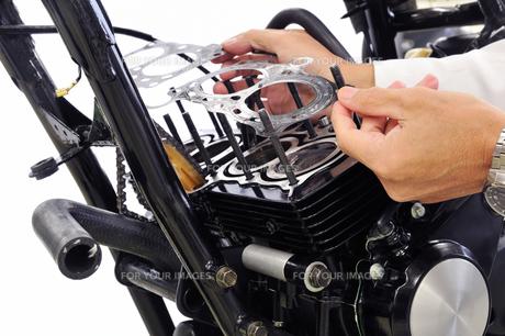 バイクの修理の素材 [FYI00389871]