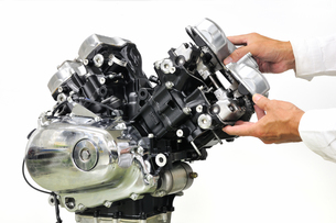 バイクエンジンの整備の写真素材 [FYI00389883]