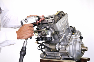 バイクエンジンの整備の写真素材 [FYI00389884]