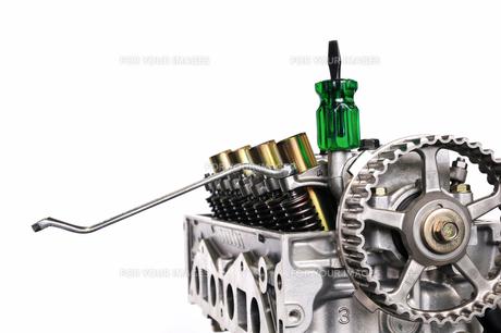 自動車エンジンの整備の素材 [FYI00389895]