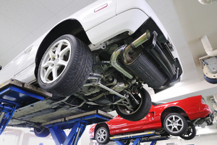 車の整備の素材 [FYI00390105]