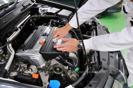自動車エンジンの整備の写真素材 [FYI00390265]