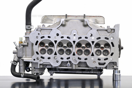 自動車エンジンのシリンダーヘッドの素材 [FYI00390440]