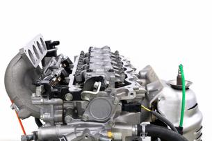 自動車のエンジン整備の写真素材 [FYI00390446]