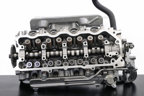 エンジンのシリンダーヘッドの素材 [FYI00390456]