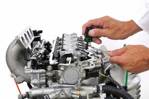 自動車のエンジン整備の写真素材 [FYI00390485]