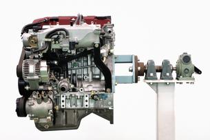 自動車のエンジンの写真素材 [FYI00390511]
