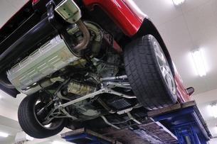整備工場の自動車の写真素材 [FYI00390576]