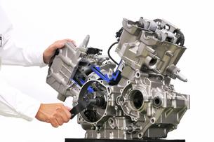 バイクエンジンのカットモデルの写真素材 [FYI00390688]