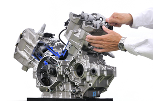 バイクエンジンのカットモデルの写真素材 [FYI00390736]