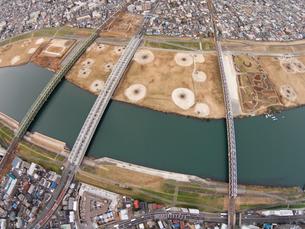 江戸川の市川橋上空の写真素材 [FYI00390758]