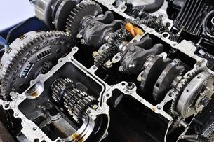 バイクエンジンの整備の写真素材 [FYI00390836]