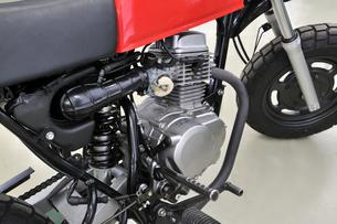 バイクの修理の写真素材 [FYI00390929]