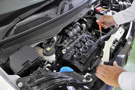 自動車エンジンの整備の素材 [FYI00391284]