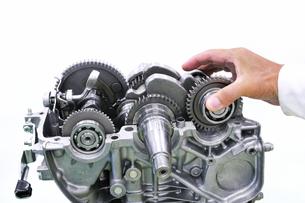 汎用エンジンの整備の写真素材 [FYI00391295]