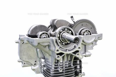 汎用エンジンの整備の写真素材 [FYI00391300]
