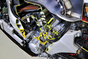 バイクエンジンのカットモデルの写真素材 [FYI00391322]