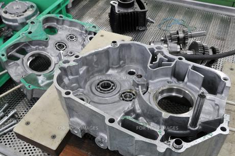 バイクエンジンの整備の素材 [FYI00391332]