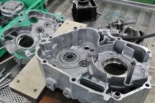 バイクエンジンの整備の写真素材 [FYI00391332]