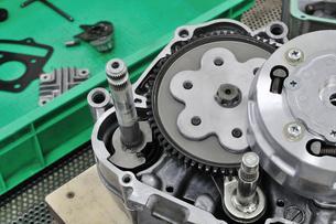 バイクエンジンの整備の素材 [FYI00391344]