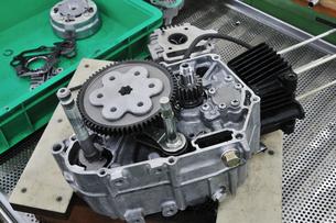 バイクエンジンの整備の素材 [FYI00391352]