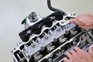 自動車エンジンの整備の写真素材 [FYI00391398]