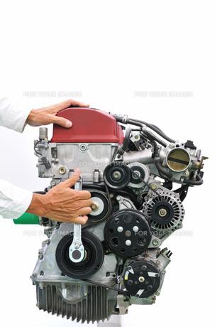 自動車エンジンの整備の写真素材 [FYI00391451]
