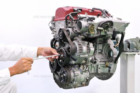 自動車エンジンの整備の写真素材 [FYI00391452]