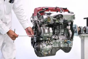 自動車エンジンの整備の素材 [FYI00391471]
