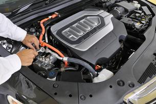 自動車エンジンの整備の素材 [FYI00391477]