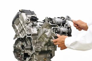 バイクエンジンの整備の写真素材 [FYI00391481]