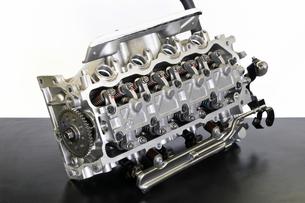 自動車エンジンのシリンダーヘッドの写真素材 [FYI00391506]