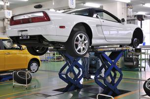 自動車整備工場の写真素材 [FYI00391527]