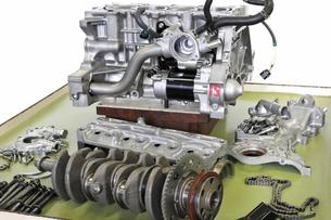 自動車エンジンの整備の写真素材 [FYI00391531]