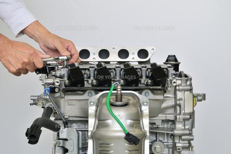 自動車エンジンの整備の素材 [FYI00391532]