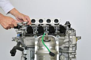 自動車エンジンの整備の写真素材 [FYI00391532]